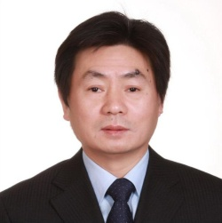 <b>李向陽(リ・シアンヤン)氏</b><br />中国社会科学院アジア太平洋・グローバル戦略研究院院長。1962年12月河南省に生まれる。前中国社会科学院世界経済・政治研究所副所長。研究分野は、国際経済学、中国対外関係論。現在、中国南アジア学会会長、中国世界経済学会副会長、中国アジア太平洋学会副会長、中国外交部経済金融諮問委員会委員、中国商務部国際発展合作専門家委員会委員を兼任。