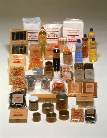 1980年、西友のPBとして生まれた無印良品は、当初、食品の品ぞろえが多かった