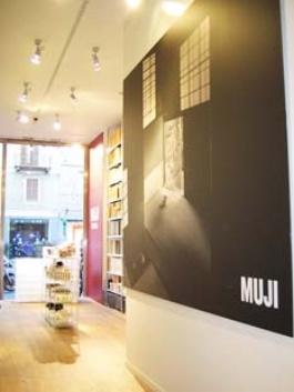 イタリア・ミラノ1号店オープン時の茶室の壁面イメージ(2005年)