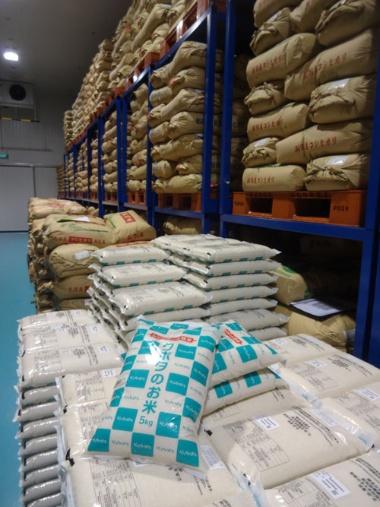 クボタがシンガポールで販売する米。スーパーなどで販売されている日本産の米に比べて、価格が安い