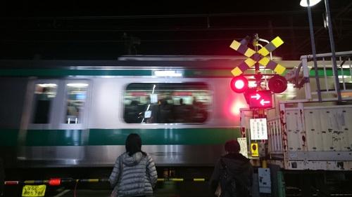 埼京線は夜の時間帯も混んでいる