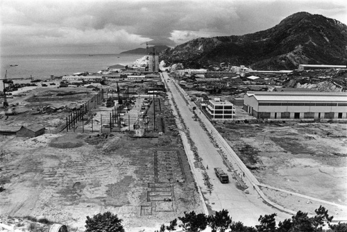 1982年、工事中の深圳港(写真:akg-images/アフロ)