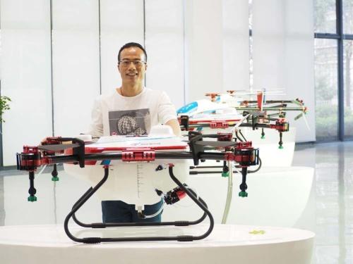 中国農業のIT化を後押しする天鷹のドローンと創業者の李才聖氏