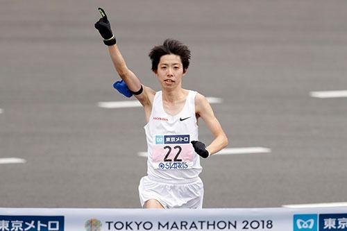 2月25日に行われた東京マラソンで、設楽悠太選手(26歳 本田技研工業)が日本記録を更新。褒賞金1億円を獲得した。(写真=中西祐介/アフロスポーツ)
