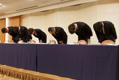 男子バスケ日本代表の4選手らは帰国後、記者会見に臨んだ(写真:Rodrigo Reyes Marin/アフロ)