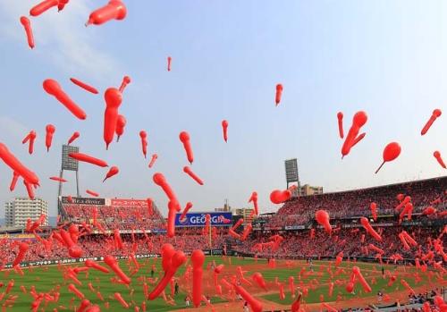 広島カープの本拠地マツダスタジアムでファンは日本一の美酒を味わえる?(写真:PIXTA)