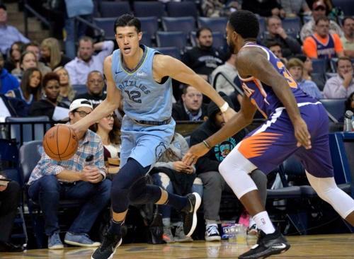 米NBAに日本人の「大物」が登場した(写真:AP/アフロ)
