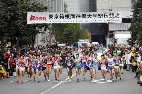 我が国において屈指のスポーツイベントである箱根駅伝の主催者は、関東学生陸上競技連盟という任意団体。この点から、日本の大学スポーツ界はこれまでビジネス化に関心がなかったことがよく分かる。(写真:日本スポーツプレス協会/アフロスポーツ)