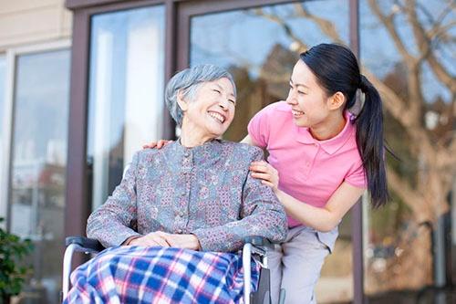 自分が認知症になった場合などに備え、自分の将来のためにどんな老人ホームがいいのかを調べる人はあまりいないようだ。(c)PaylessImages-123RF