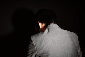 世界的な推定値では自殺者の7割はうつ病によるものと考えられ、自殺を防ぐためには、まさにうつ病対策が最重要なものと言える。(©youichi4411-123RF)