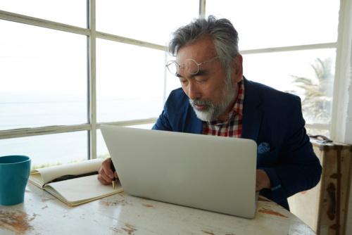 年をとったら勉強は不要? 写真はイメージ(写真:PIXTA)