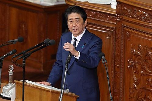 2017年は、政治絡みで生まれた新語・流行語が多かった。流行語大賞の本命は安倍首相も巻き込んだ「忖度」。でも受賞者はどうなる?(写真:Motoo Naka/アフロ)