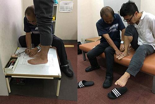 シューズをつくってもらうために、靴職人・三村さんに採寸など足のさまざま点をチェックしてもらっている筆者