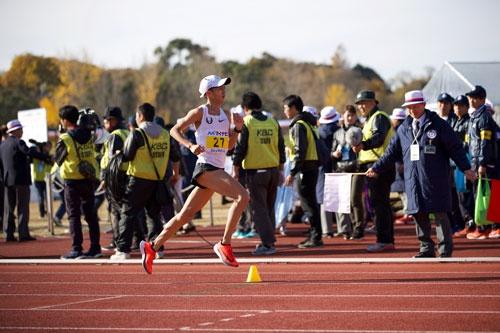 大迫傑選手は3000m、5000mの日本記録を持ち、先日の福岡国際マラソンで日本歴代5位となる2時間7分19秒をマーク。アミューズ所属