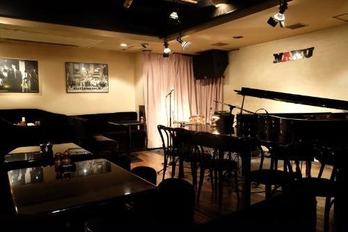 「NARU」は創業以来、日本を代表するジャズのプレーヤーが演奏してきたという名店だ