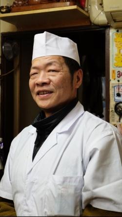台北北部の北投温泉出身の錢さんは1988年に来日。師匠が、陳建一の父親で日本における四川料理の第一人者・陳建民の兄弟子にあたるという