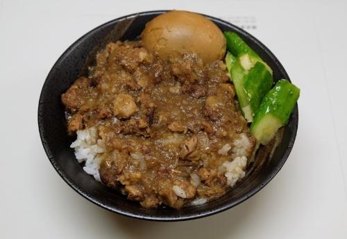 錢爺の魯肉飯。数十種の調味料を使っていると錢さん。ちなみに、台南では魯肉飯のことを肉燥飯ということもあり、そこで魯肉飯を頼むと角煮丼が出てくるらしい