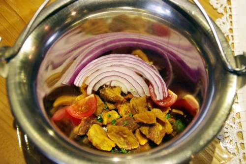 マンガリッツァ豚のテペルトゥが完成。テペルトゥは鶏やあひるの肉などでもつくるが、やっぱり豚が一番だという