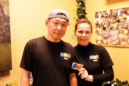倉田昌明さんとディアナさん。ディアナさんは首都キシニョフの出身。店をオープンする時には両親と妹さんがモルドバから手伝いにきたそうだ