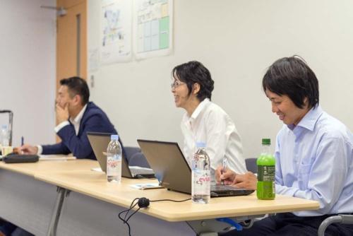 プレゼン終了後、学生はプレゼンターに対し彼らの入社理由を聞いた。馬醫さん(左)、小松さん(中)、杉本さん(右)は照れながらも当時のことを正直に語った
