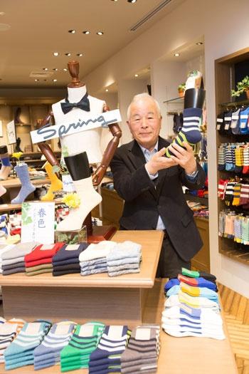<b>おち・なおまさ</b><br/ >1939年愛媛県生まれ。68年にダンソックス(現タビオ)を創業し、靴下の卸売りを始める。82年に小売りに進出。品質の高さと独自の生産・販売管理システムでタビオをトップブランドに育てた。2008年から会長(写真:太田未来子)