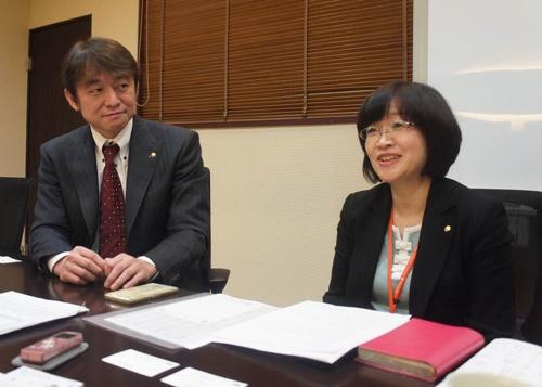 ウイッツコミュニティの柴田社長(左)と総務財務部の矢野部長
