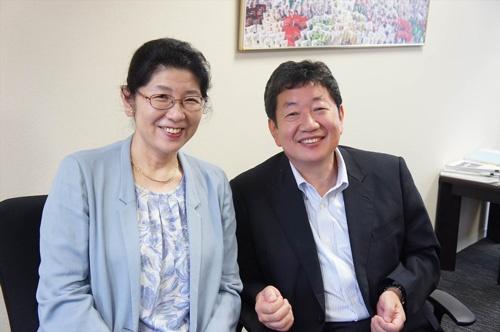 真田佳武社長(右)と千奈美専務
