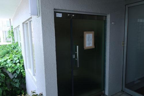 東京・目黒のマンション1階にあった遠藤商事本社。破産申請当日には債権者が集まった