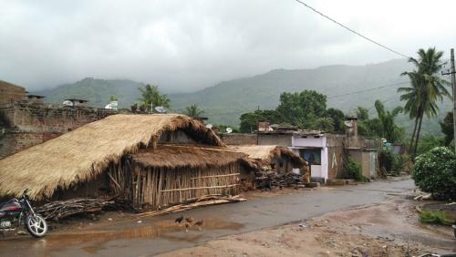 人口数百人の村にもサテライトテレビが(インド南部の村)