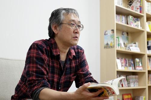 田中さんは1962年生まれ。近畿大学在学中に漫画家デビューし、卒業後は玩具メーカーのタカラ(現・タカラトミー)勤務を振り出しに30年以上、会社員兼業の漫画家を続けてきた。現在は京都精華大学マンガ学部で教壇にも立つ