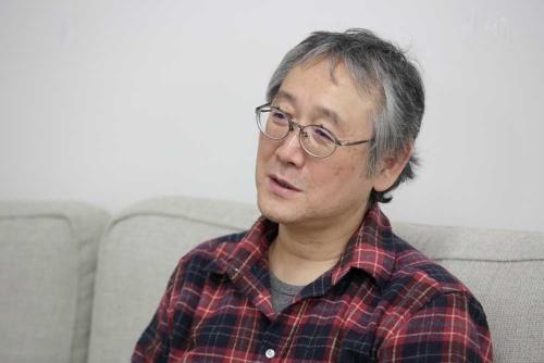 田中さんは1962年生まれ。近畿大学在学中に漫画家デビューし、卒業後は玩具メーカーのタカラ(現・タカラトミー)勤務を振り出しに30年以上、会社員兼業の漫画家を続けてきた。その間に「売れた絶頂から、売れないどん底への転落を2回経験」。現在は京都精華大学マンガ学部で教壇にも立つ(写真:行友重治)