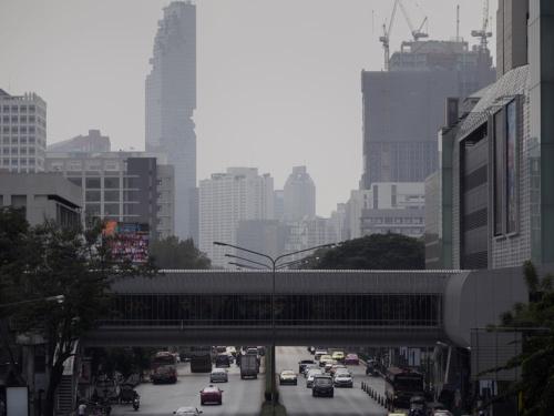 大気汚染が深刻なバンコクではビル群がかすんで見える(写真:ZUMA Press/アフロ)