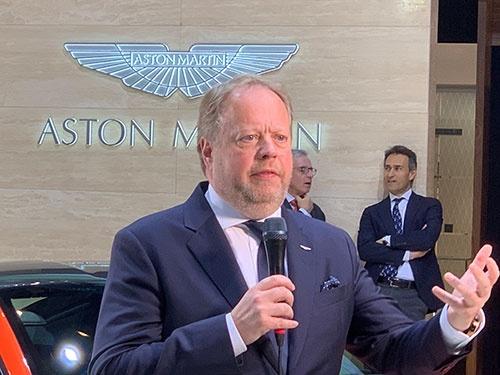 英高級自動車メーカー、アストンマーチンのアンディ・パーマーCEOはスピード制限機能の搭載義務化に反対した。パーマー氏は日産自動車の副社長としてカルロス・ゴーン元会長と共に日本で働いたこともある。