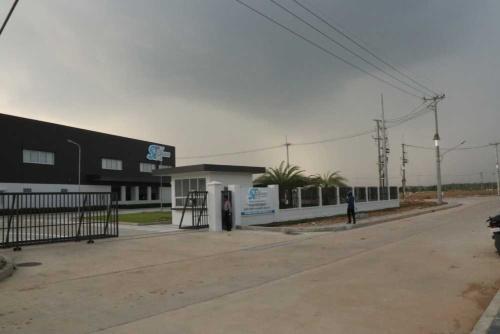 ポイペトの新経済特区内にあるスミトロニクスの工場。操業を間近に控える