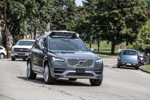 走行するウーバーの自動運転車両(写真:ウーバーテクノロジーズ提供)