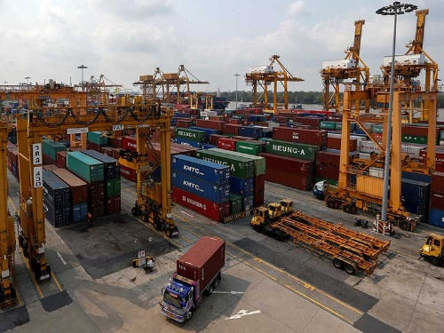 タイの首都近郊にあるバンコク港。ある混載貨物事業者(フォワーダー)は「タイから中国に向かう貨物が落ち込んでいる」と話す。(写真:ロイター/アフロ)