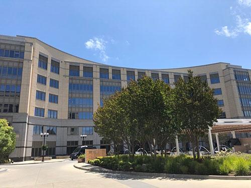 NTTの新研究所が入居するビル(米カリフォルニア州イーストパロアルト市)