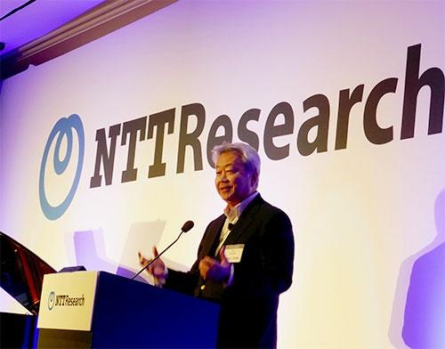 新研究所について説明するNTTの澤田純社長(米カリフォルニア州メンローパーク市のホテル)
