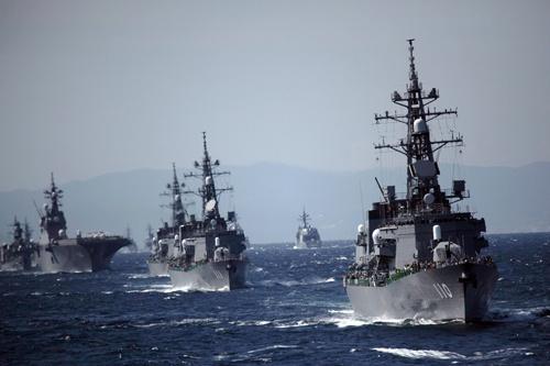中東に派遣されることが決まった、海上自衛隊の護衛艦「たかなみ」(写真:アフロ)