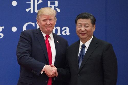 トランプ大統領(左)と習近平国家主席。中国はトランプ流の仕事の仕方に戸惑ったにちがいない(写真:AFP/アフロ)