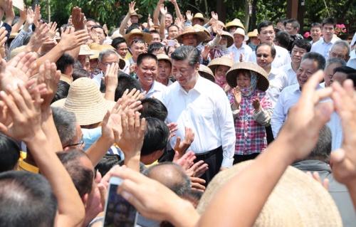 習近平国家主席は小康社会を実現し、民衆を満足させることができるか(写真:新華社/アフロ)
