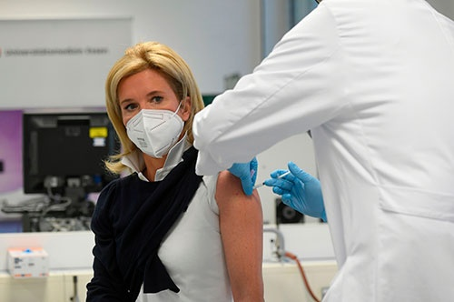 ドイツでワクチンの接種が遅れている(写真:AFP/アフロ)