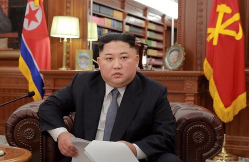 「新年の辞」を読み上げる金正恩委員長(提供:KNS/KCNA/AFP/アフロ)