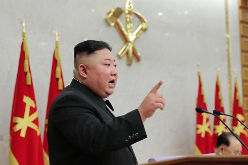 朝鮮労働党中央委員会総会に出席した金正恩委員長(提供:KNS/KCNA/AFP/アフロ)