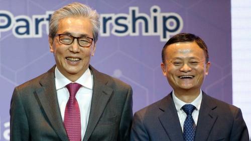 アリババ集団の馬雲氏と会談したタイのソムキット副首相(写真:AP/アフロ)