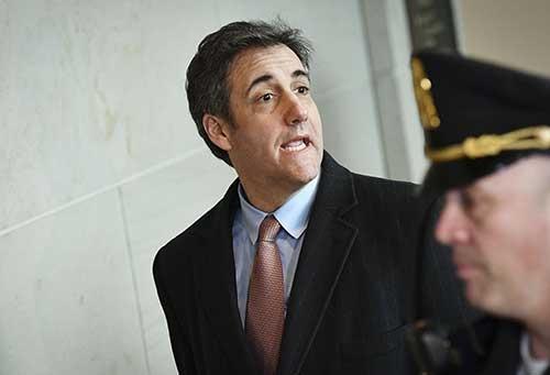 議会での証言に向かう、トランプ大統領元側近のマイケル・コーエン氏(写真:AFP/アフロ)