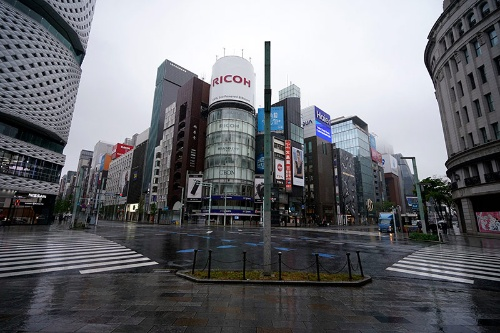 緊急事態宣言下の東京(写真:AP/アフロ)