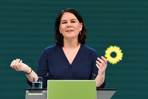 ドイツ緑の党の首相候補に指名されたアンナレーナ・ベーアボック氏(写真:代表撮影/ロイター/アフロ)