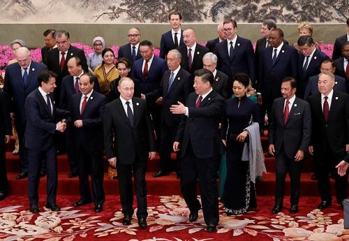 4月26日に開かれた一帯一路首脳会議にはロシアのプーチン大統領も出席した(最前列左)。最前列右は中国の習近平国家主席(写真:代表撮影/ロイター/アフロ)