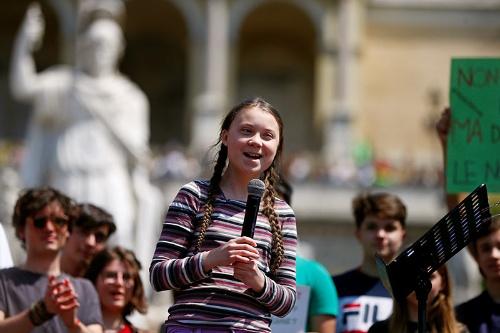 スウェーデンの高校生グレタ・トゥーンベリさん(16歳)は、地球温暖化への抜本的な対策を要求すべく毎週金曜日に抗議デモを行うようになった(写真:ロイター/アフロ)